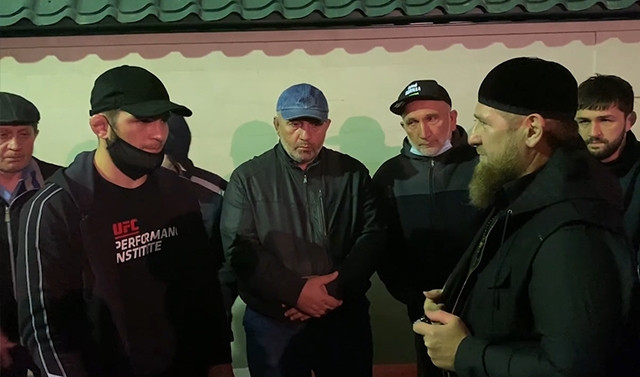 Рамзан Кадыров посетил похороны Абдулманапа Нурмагомедова