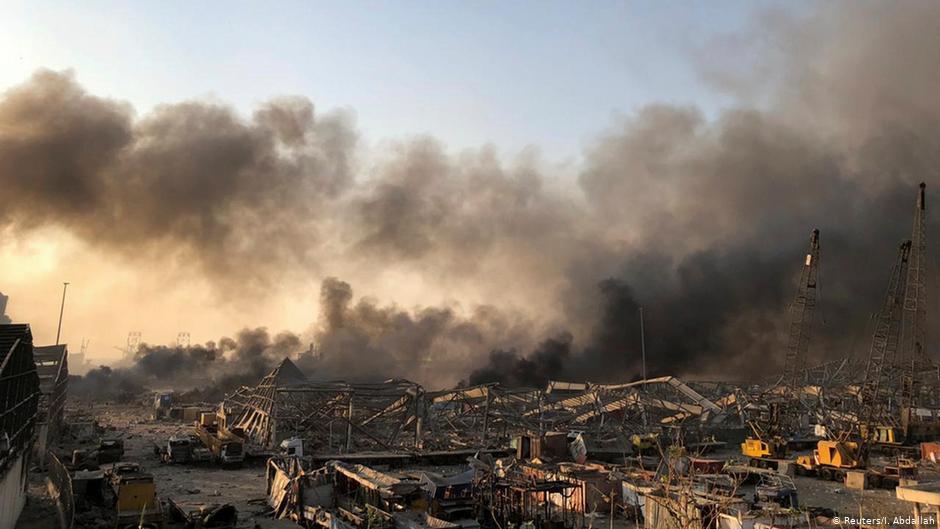 Сотни человек пострадали при взрывах в порту Бейрута
