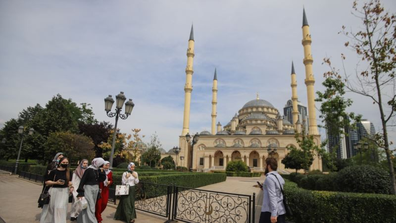 Власти Грозного грозят штрафом за прогулки несовершеннолетних после 10 вечера