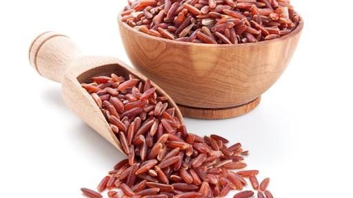 Красный дрожжевой рис назван идеальным гарниром