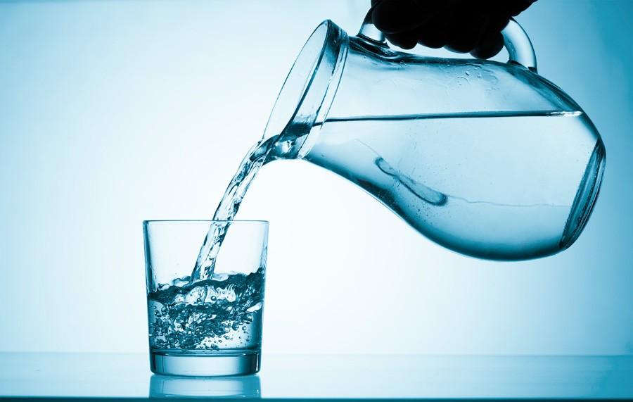 Чтобы снизить риск урологических проблем, нужно пить достаточно воды