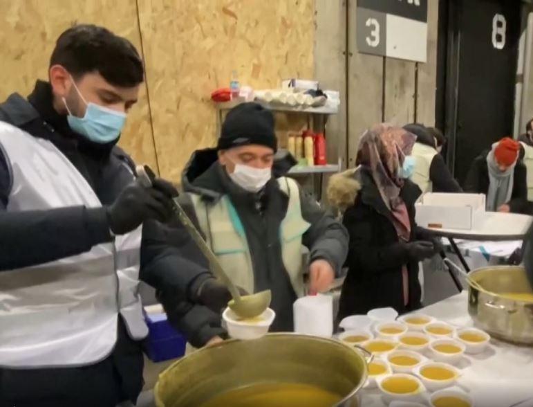 Мусульмане Нидерландов помогают бездомным и беднякам
