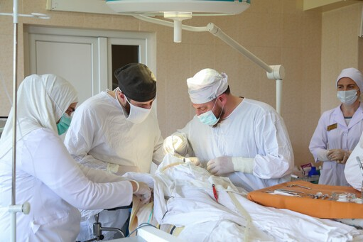 Фоторепортаж: «Золотые руки»: Чеченский хирург бесплатно оперирует детей с заячьей губой