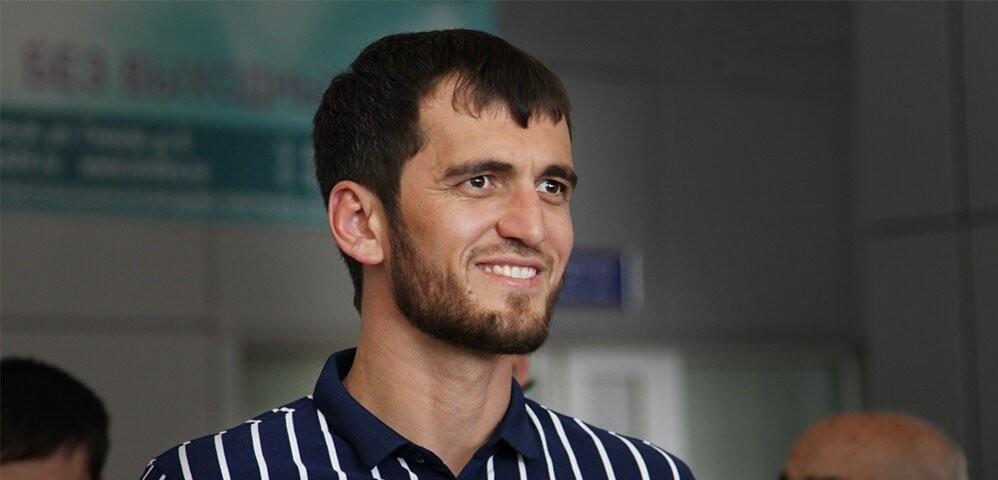 Житель Чечни проплывет десятки километров по Байкалу без гидрокостюма