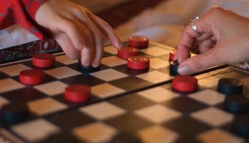 Прекрасную половину ЧР приглашают сразиться в шашках за звание знатока