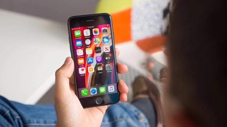 Apple прекратила продажи iPhone XR и старшей версии iPhone SE с 256 Гбайт памяти