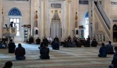 В мечетях Чечни возобновляются пятничные молитвы