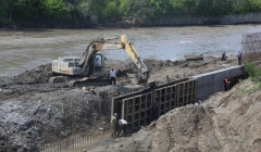 В Грозном реконструируют два аварийных моста через реку Сунжа