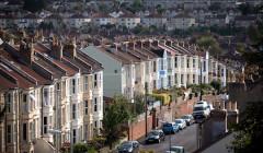 Богачи решили закупиться запасными домами