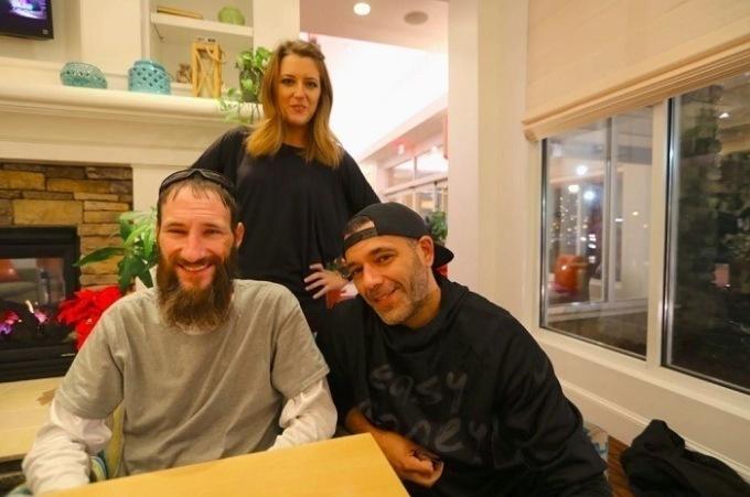 Джонни Боббитт (слева), Кейт МакКлюр (сзади) и Марк Д'Амико (справа). Фото из соцсетей Кейт МакКлюр
